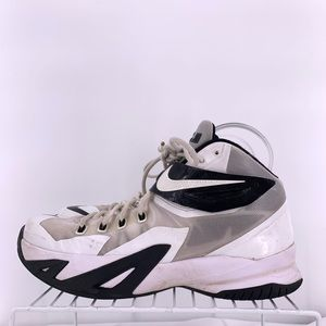 Nike LeBron Zoom Solider 8 Size 9